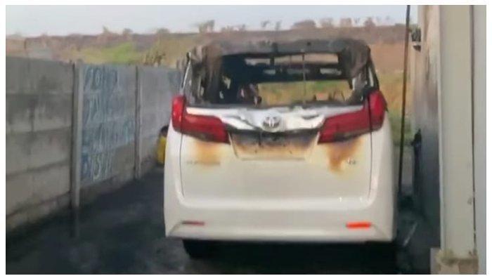 Penampakan mobil belakang Via Vallen setelag terbakar.