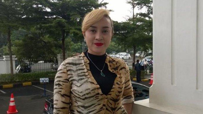 penyanyi-dangdut-lia-ladysta-1.jpg