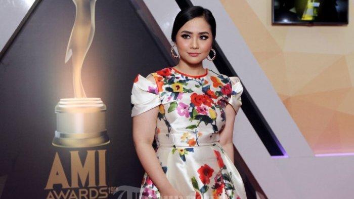 Meskipun Bertinggi Badan 150an Cm 8 Artis Cantik Indonesia Ini Berpenampilan Dewasa Dan Mengagumkan Halaman 3 Tribunnewswiki Com Mobile