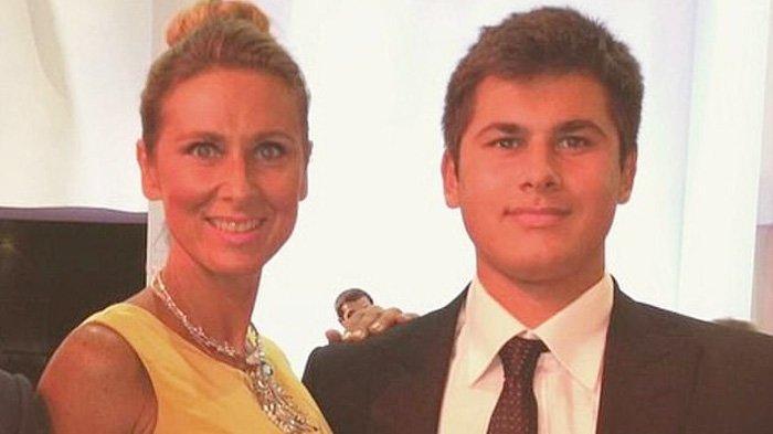 Tatiana Akhmedova (52) dan putranya Temur (27) bersengketa tentang harta perceraian di Royal Courts of Justice.