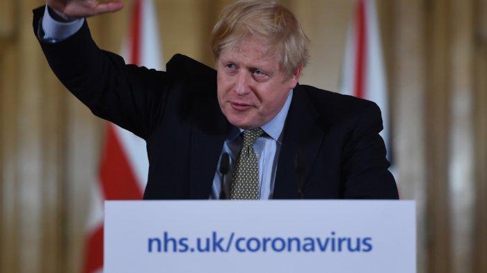Perdana Menteri Inggris Boris Johnson berpidato di konferensi pers untuk memberikan pembaruan harian tentang tanggapan pemerintah terhadap wabah coronavirus COVID-19 yang baru, 10 Downing Street, London, 18 Maret 2020.