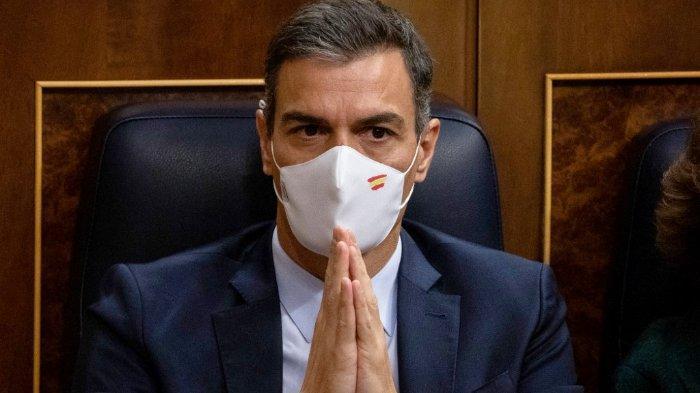 FOTO: Perdana Menteri Spanyol Pedro Sanchez saat pertemuan dengan anggota dewan pada 22 Oktober 2020