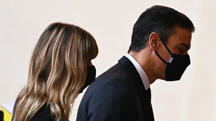perdana-menteri-spanyol-pedro-sanchez-dan-sang-istri-maria-gomez.jpg