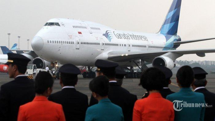 Pesawat Boeing 747-400 milik PT Garuda Indonesia melintas di Hanggar 4 GMF, Tangerang, Banten (9/10/2017). Maskapai penerbangan Garuda Indonesia mempensiunkan pesawat Boeing 747-400 dengan nomor registrasi PK-GSH, setelah mengoperasikan pesawat tersebut sejak tahun 1994.