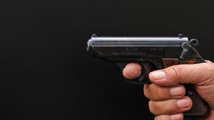 Seorang hakim menembak dirinya sendiri seusai memutuskan tidak bersalah pada 5 terdakwa warga muslim. (Ilustrasi)