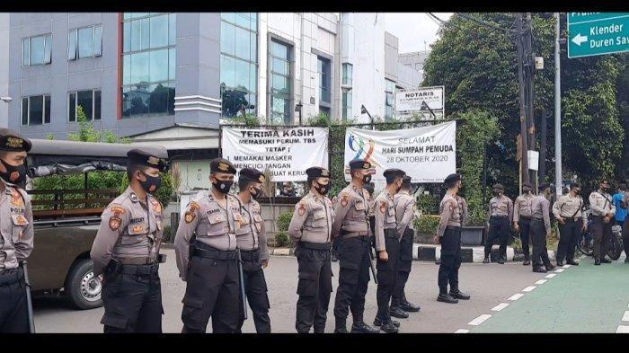 polisi-jaga-kediaman-syekh-ali-jaber.jpg