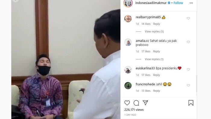 Menteri Pertahanan Prabowo Subianto melakukan aksi prank terhadap stafnya yang tertidur, Minggu (24/5/2020)