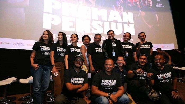 Pemain film Preman Pensiun di sela-sela acara jumpa pers, screening, dan gala premiere film tersebut di XXI Epicentrum, Kuningan, Jakarta Selatan, Kamis (10/1/2019).