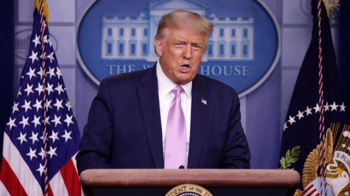 presiden-as-donald-trump-berbicara-dalam-konferensi-pers-di-gedung-putih-11-agustus-2020.jpg