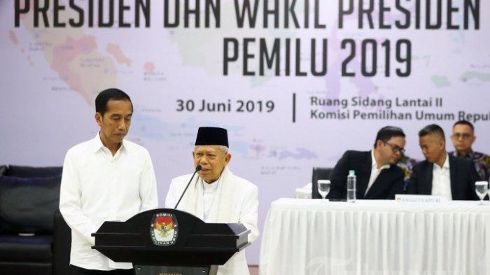 Presiden dan Wakil Presiden terpilih periode 2019-2024, Joko Widodo (kiri) dan KH Ma'ruf Amin (kanan) memberikan keterangan saat Rapat Pleno Terbuka Penetapan Pasangan Calon Presiden dan Wakil Presiden Terpilih Pemilu 2019 di gedung KPU, Jakarta, Minggu (30/6/2019). KPU resmi menetapkan Joko Widodo dan KH Ma'ruf Amin sebagai Presiden dan Wakil Presiden terpilih periode 2019-2024.