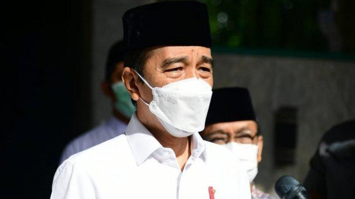 ILUSTRASI Jokowi teken UU investasi miras --- FOTO: Presiden Joko Widodo (Jokowi) datang melayat ke mendiang Artidjo Alkostar di Masjid Ulil Albab, Kampus Terpadu Universitas Islam Indonesia (UII), Yogyakarta, pada Senin (1/3/2021) pagi.