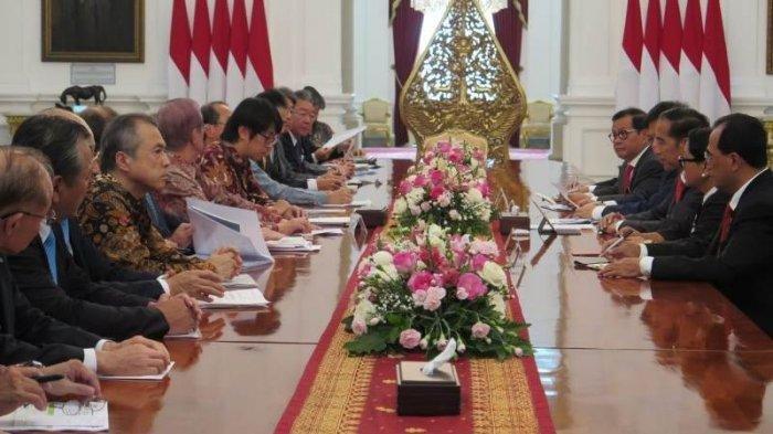 Presiden Joko Widodo (Jokowi) menerima delegasi Asosiasi Jepang Indonesia Association (JAPINDA) di Istana Merdeka, Jakarta, Rabu (20/11/2019).