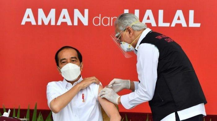 Presiden Joko Widodo saat mendapat suntikan pertama vaksin Covid-19 di Istana Kepresidenan pada Rabu (13/1/2021). Penyuntikan ini sekaligus menandai program vaksinasi Covid-19 di Indonesia
