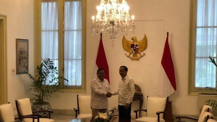 Presiden Jokowi dan Ketua Umum Gerindra Prabowo Subianto bertemu di Istana Merdeka.
