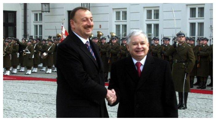 Presiden Polandia Lech Kaczynski bersama Presiden Azerbaijan Ilham Alijew pada 2008