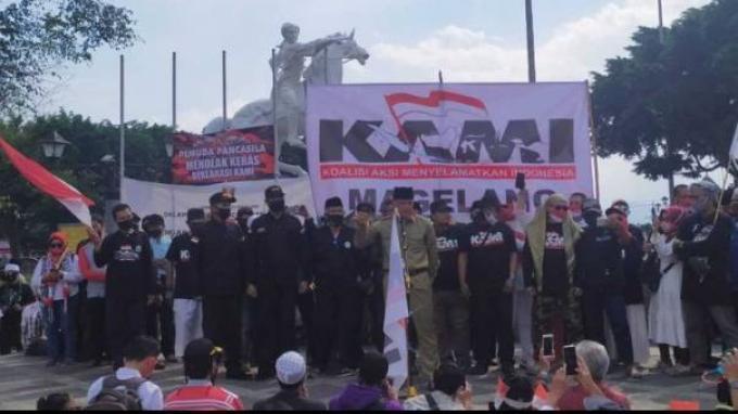 Presidium KAMI Gatot Nurmantyo menyampaikan orasi saat deklarasi KAMI di Alun-alun Kota Magelang, Jumat (18/9/2020).