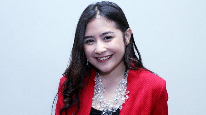 ILUSTRASI - Pemain film Prilly Latuconsina saat ditemui pada acara konferensi pers Program Ramadhan SCTV di Gedung SCTV Tower, Senayan, Jakarta Pusat, Selasa (17/5/2016)