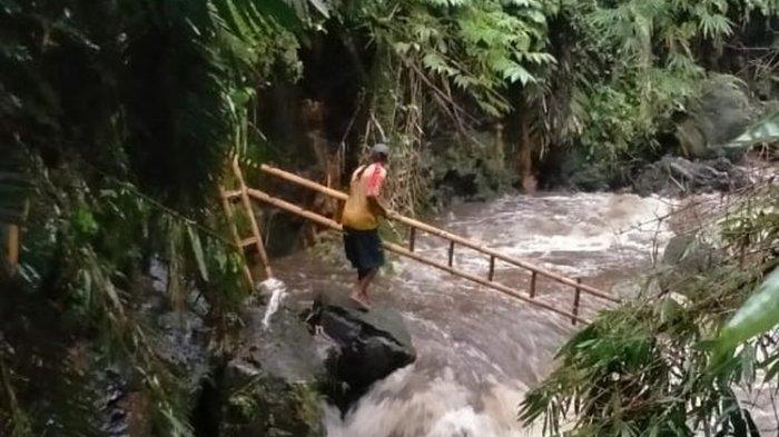 Proses evakuasi para siswa SMP Negeri 1 Turi Sleman, Yogyakarta, yang hanyut di Sungai Sempor saat melakukan kegiatan Pramuka susur sungai.(dok BNPB)