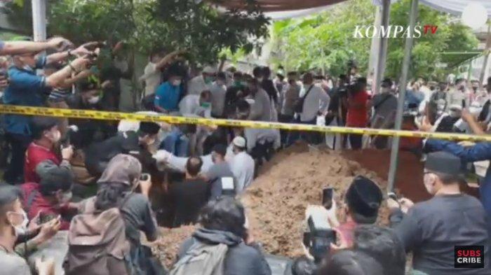 Proses pemakaman Syekh Ali Jaber di Pondok Pesantren Darul Quran