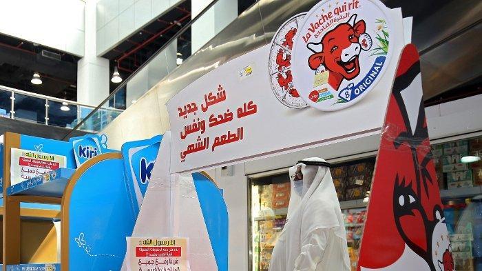 FOTO: Sebuah gambar menunjukkan rak supermarket yang kosong dari produk Prancis di Kota Kuwait pada 23 Oktober 2020, sebagai protes terhadap kartun yang menggambarkan Nabi Muhammad SAW yang diterbitkan di media Prancis.