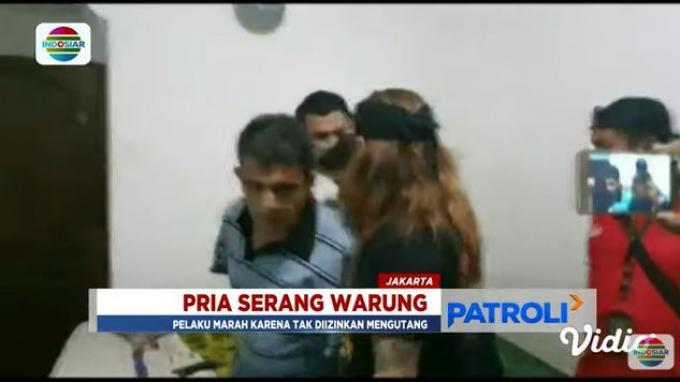 Putera Elvy Sukaesih berinisial HR mengamuk lantaran tidak diberi tiga bungkus rokok oleh sang pemilik warung.
