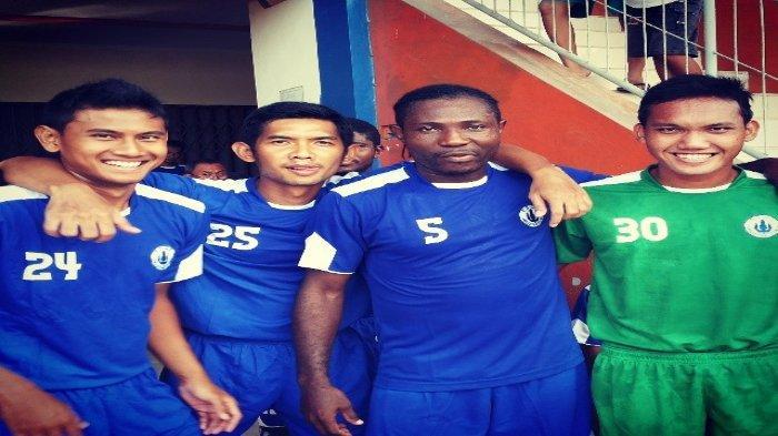 Haudi Abdillah (paling kiri) di PSCS Cilacap.