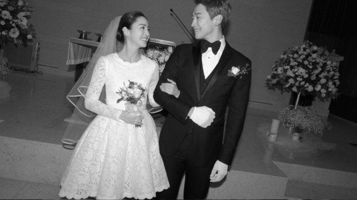 Rain dan Kim tae Hee ketika melangsungkan pernikahan pada 19 Januari 2017 di Gereja Katedral Jongno, Seoul, Korea Selatan.