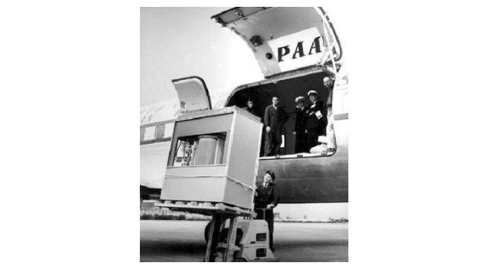 Ramac 305 diangkut menggunakan pesawat terbang