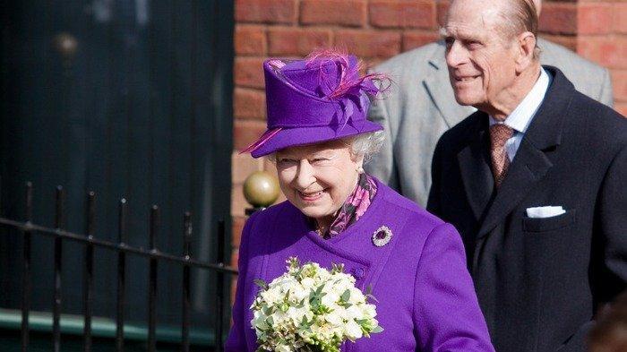 Ratu Elizabeth II dan Pangeran Philip dalam suatu acara, Selasa (12/1/2021).