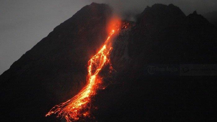 rentetan-guguran-besar-lava-pijar-merapi-10-1-2021b.jpg