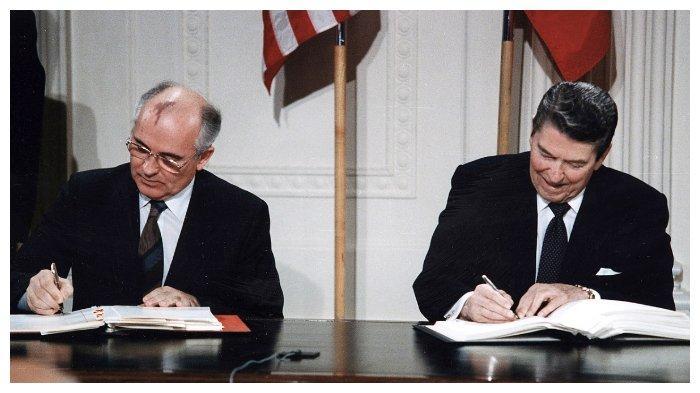 ronald-reagan-dan-michael-gorbachev.jpg