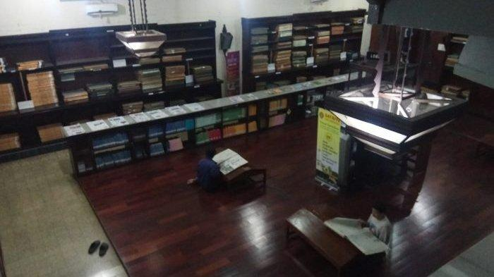 Ruang baca Jogja Library Center