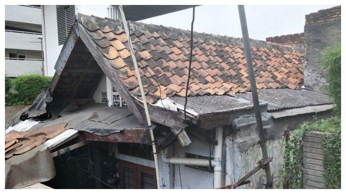 Kondisi Rumah Ibu Lies yang Dikelilingi Gedung Apartemen Thamrin Executive, Jalan Kebon Melati, Jakarta Pusat, Sabtu (20/9/2019).(KOMPAS.com/CYNTHIA LOVA )