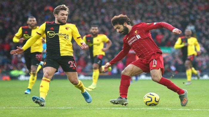 Mohamed Salah (kanan) mencetak dua gol kala Liverpool menang 2-0 melawan Watford di Stadion Anfield, Sabtu (14/12/2019).