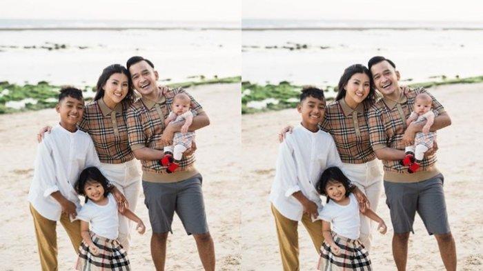 Meski bukan anak kandung Ruben Onsu dan Sarwendah, tetapi Betrand Peto diberikan kasih sayang yang sama seperti anak kandung mereka sendiri.