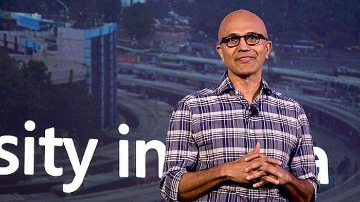 Satya Nadella, Chief Executive Officer Microsoft Corporation mengucapkan terima kasih kepada Bill Gates.(dailymail.co.uk/)