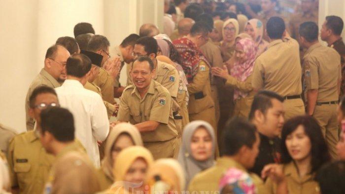 Sejumlah Pegawai Negeri Sipil (PNS) saat mengikutii acara halal bihalal dengan sejumlah Pegawai Negeri Sipil (PNS) di Gedung Balaikota, Jakarta Pusat, Senin (10/6/2019). Acara tersebut diikuti oleh ratusan pegawai balaikota Jakarta.