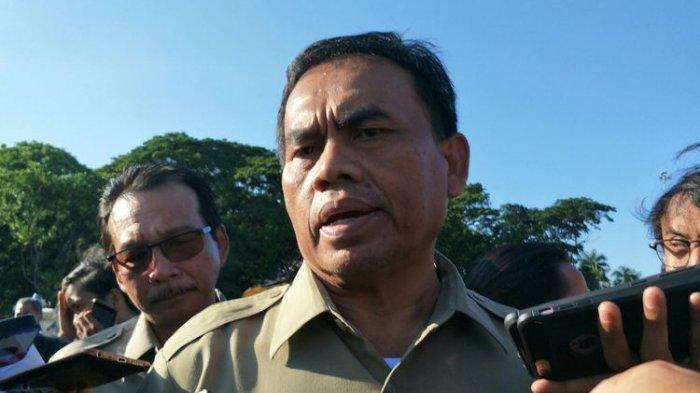 Sekretaris Daerah DKI Jakarta Saefullah di area revitalisasi Monas, Selasa (28/1/2020).(KOMPAS.com/NURSITA SARI)