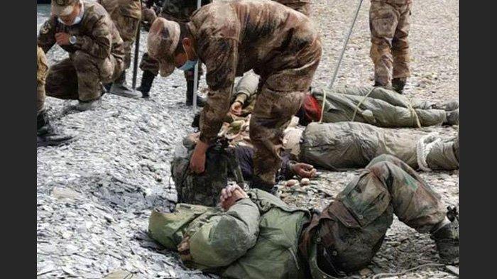Gambar yang beredar awal tahun ini tampaknya menunjukkan pasukan India yang dipukuli dan diikat dengan tali di dekat perbatasan Himalaya yang disengketakan. China mengklaim berhasil menggunakan senjata bergaya gelombang mikro mirip cara kerja 'microwave' untuk membubarkan tentara musuh pada bulan Agustus 2020.