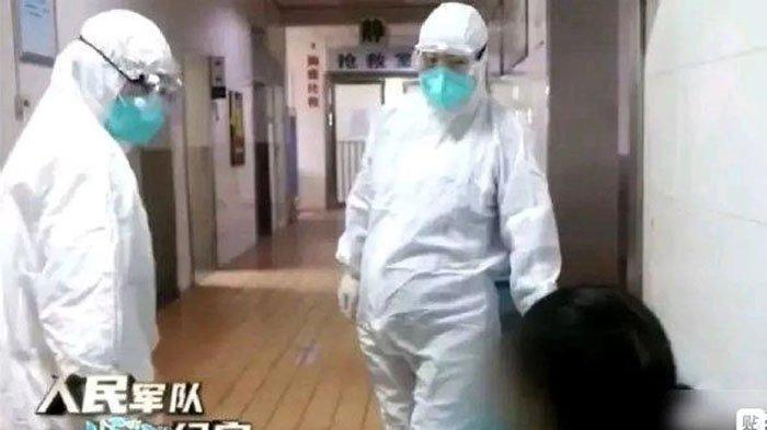 Seorang perawat hamil tetap bekerja menangani pasien virus corona di China.(Tangkapan layar CCTV)