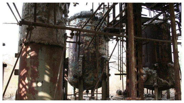 Sisa-sisa tanki di pabrik metil isosenat di Bhopal
