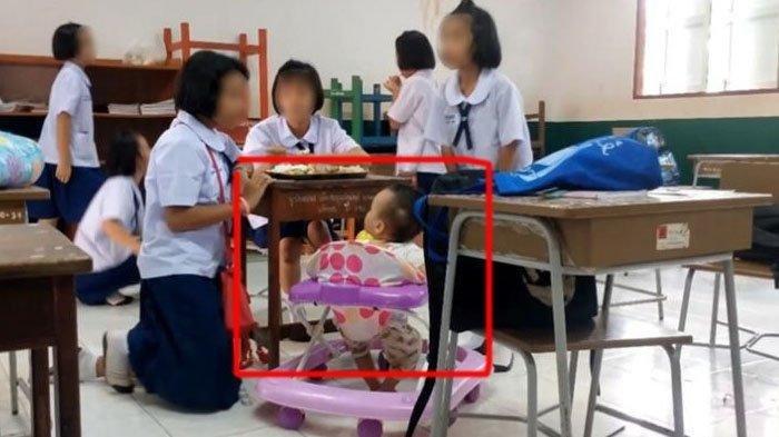 siswi-berusia-10-tahun-membawa-bayi-yang-merupakan-adiknya-ke-sekolah.jpg