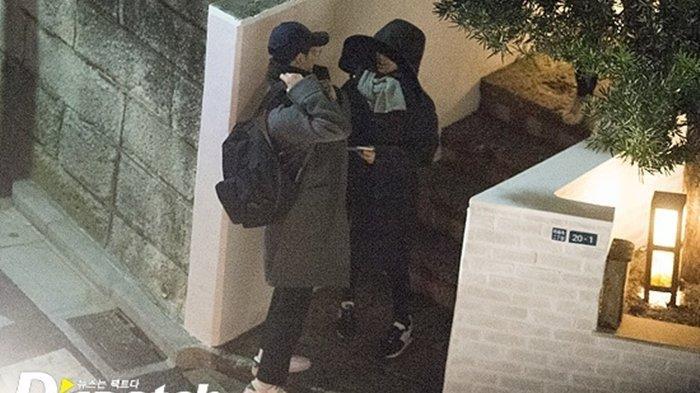 Dispatch merilis foto-foto saat Song Song Couple sedang liburan bersama di Jepang.