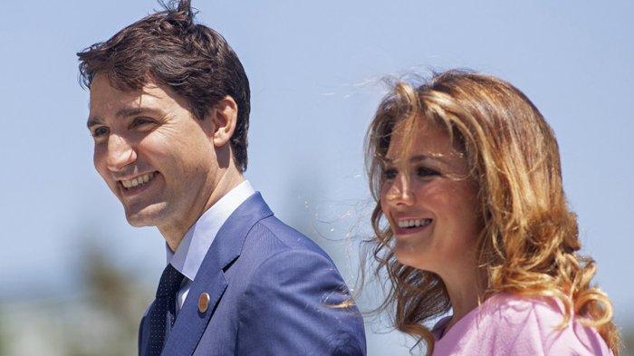 Foto diambil pada 08 Juni 2018 Perdana Menteri Kanada Justin Trudeau dan istrinya Sophie Gregoire Trudeau tiba untuk upacara penyambutan bagi para pemimpin G7 pada hari pertama KTT di La Malbaie, Quebec, Kanada. GEOFF ROBINS/AFP.