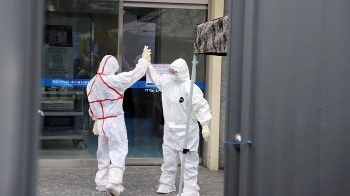 staf-medis-di-rumah-sakit-daegu-dongsan-khusus-penanganan-virus-corona.jpg