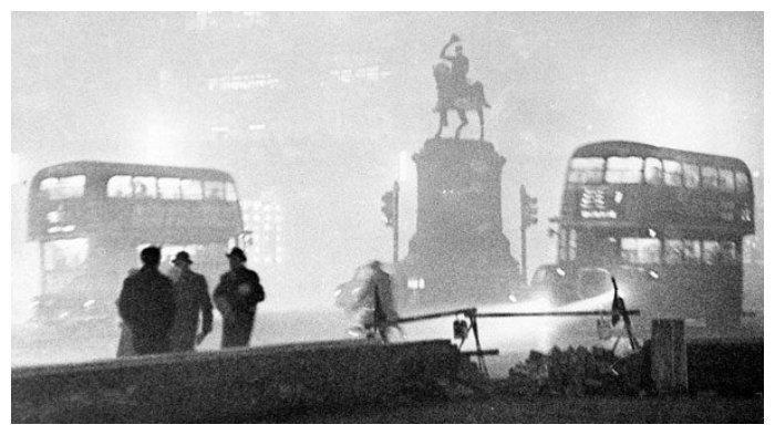 Suasana London ketika terjadi Kabut Asap Besar 1952