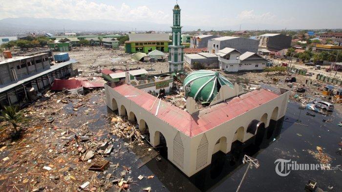 suasana-masjid-baiturrahman-yang-hancur-pascagempa-dan-tsunami-palu-sulawesi-tengah.jpg