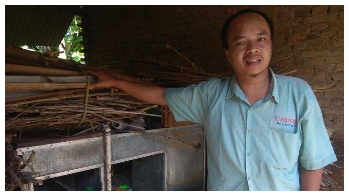 Sujono awalnya berprofesi sebagai pedagang pentol keliling di kawasan Pondok Pesantren Al Fatah Temboro Magetan