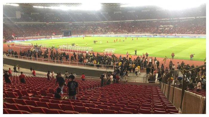 Terjadi kericuhan antarsuporter pada laga Indonesia vs Malaysia yang berlangsung di Stadion Utama Gelora Bung Karno (SUGBK), Senayan, Jakarta, Kamis (5/9/2019).