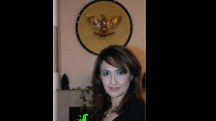 Sylvia Sherly Chaterina, salah satu artis yang jadi PNS.